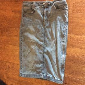 Cute guess light colored denim skirt